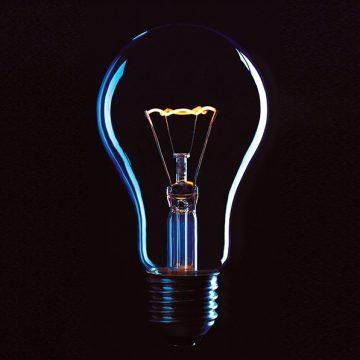מנורה מעל לראש – על חלומות והגשמתם